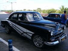 1.1260524564.some-classic-cuban-cars-1