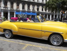 Grannies-Cuba-yellow-car